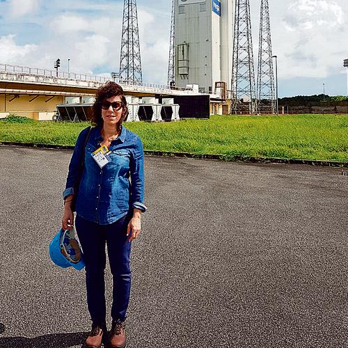 """ענבל קרייס באתר השיגור של הלווין """"ונוס 1"""". """"לראשונה אחרי הרבה זמן אפשר היה לראות כאן זמן אפשר היה לראות כאן אנשים מחייכים"""""""