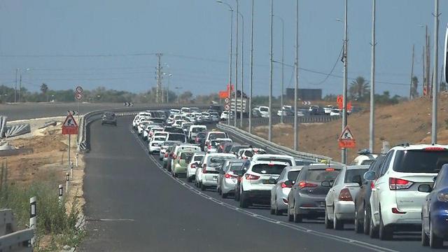 עומסי תנועה בכביש 2 (צילום: דניאל אליאור) (צילום: דניאל אליאור)