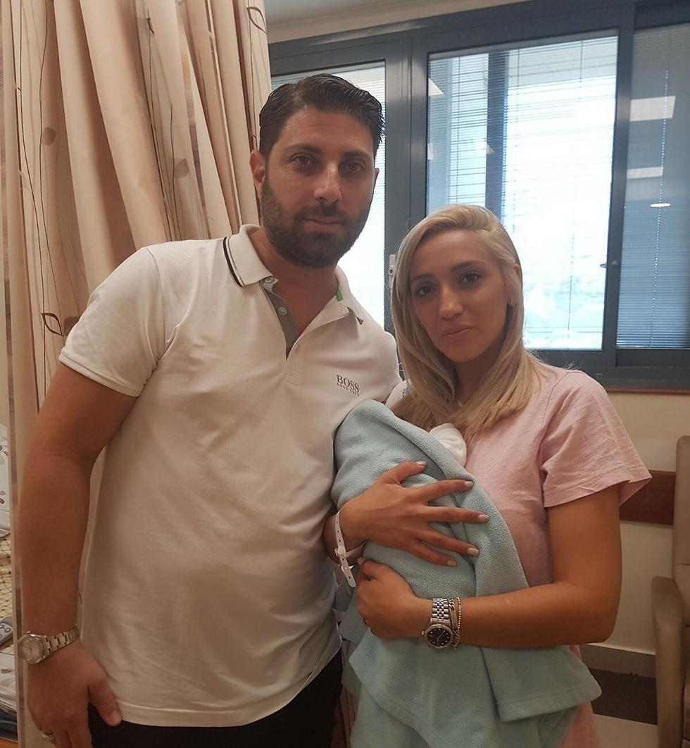 ליזה ומתן עם בנם התינוק ()