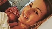 באמצע המשמרת: המים ירדו לגינקולוגית בזמן שיילדה אישה – והיא החלה ללדת