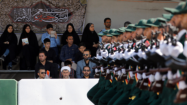 Iranian Revolutionary Guards (Photo: EPA)