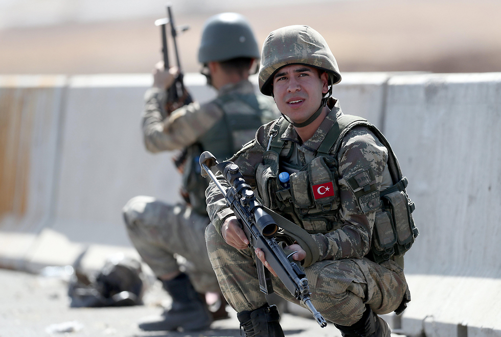 Turkish troops during drill on the Turkey-Iraq border (Photo: EPA)