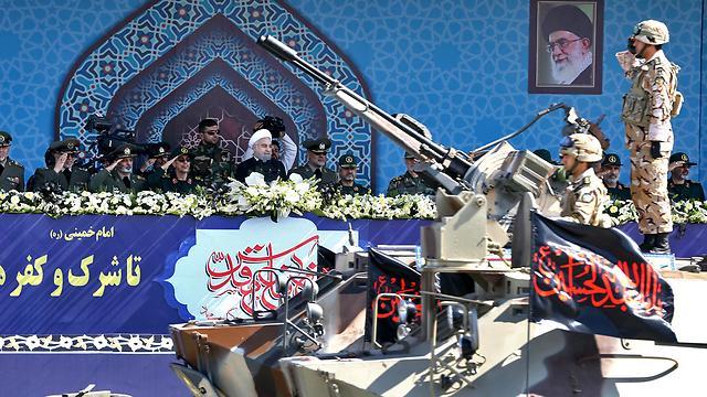מפגני כוח איראניים (צילום: AP)