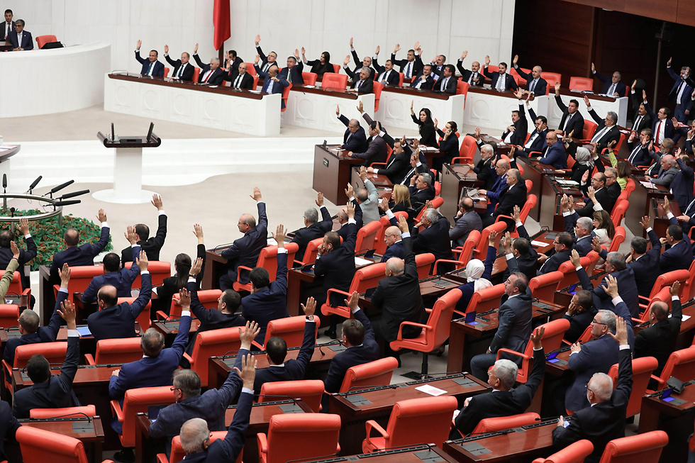 Turkish parliament voting to extend troop deployment (Photo: AFP)