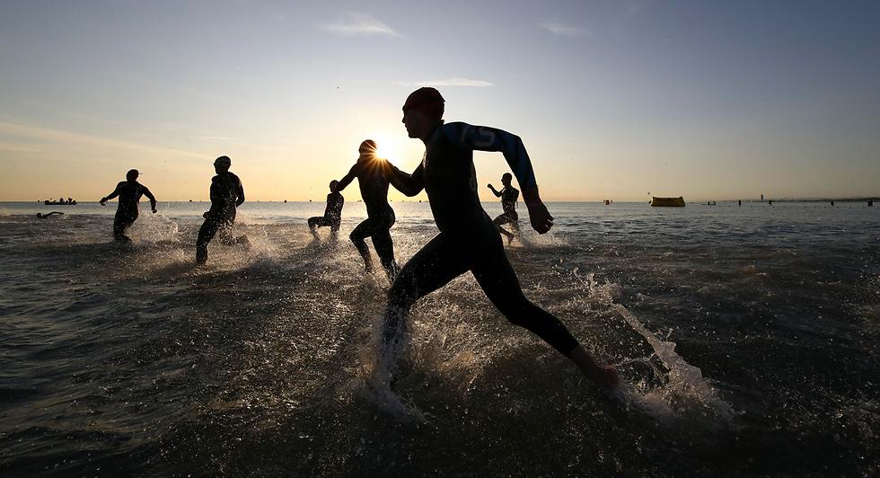 ספורטאים בתחרות איירון מן באיטליה (צילום: AP)