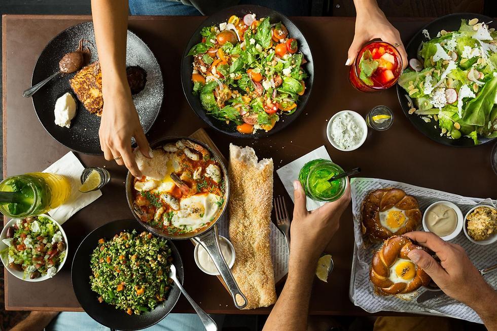 """ארוחת שרינג במסעדת """"ראיסה"""" ביפו (צילום: דרור עינב)"""
