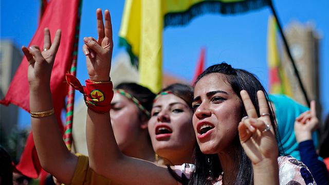 משכורות מעוכבות, פוליטיקה מסואבת. צעירי כורדיסטן יודעים את האמת (צילום: AP) (צילום: AP)