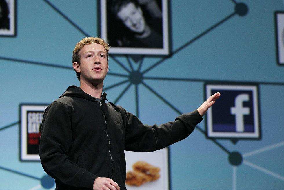 צוקרברג בתקופה שעוד לא היו לו שאיפות פוליטיות. סביר להניח שהוא לא יתקשה לגייס לצרכיו את פייסבוק ואת טוויטר (צילום: Gettyimages)