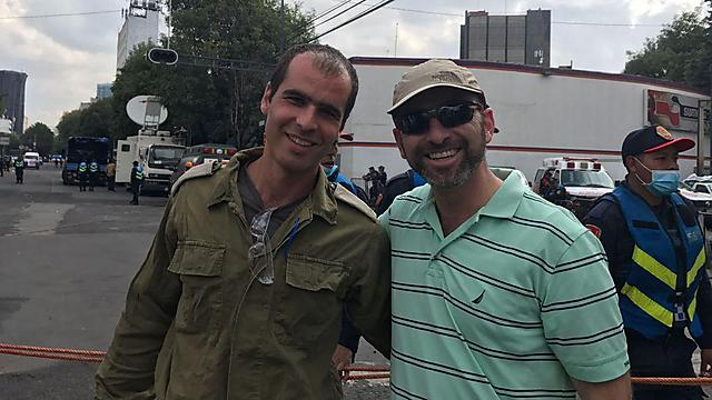 """שנינו שליחי ציבור"""". איתי שאול (מימין) ואחיו אחיה"""