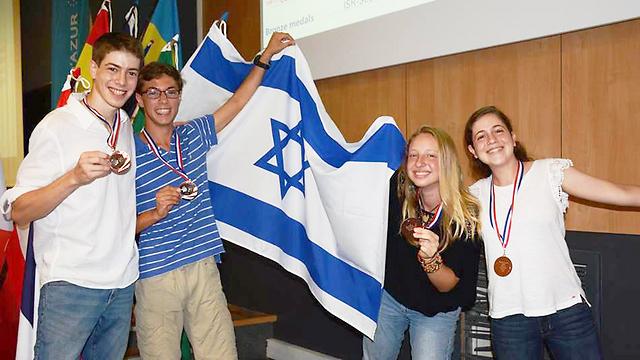 רותם מור, רותם מוטרו, איתי עדן ואמיר צור (צילום: יוסי גודוביץ')