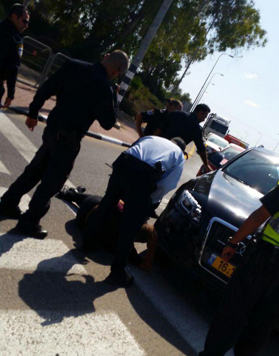 הנכים חוסמים את הכניסה הדרומית לאשדוד (צילום: דוברות המשטרה) (צילום: דוברות המשטרה)
