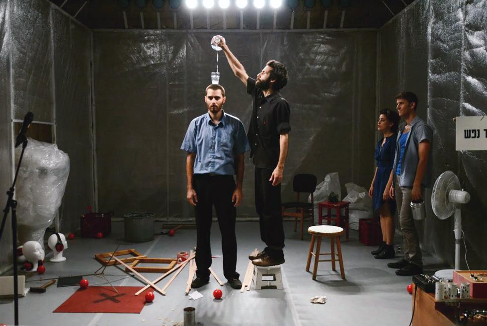 """בהצגה """"על כל צרה שלא תבוא"""". """"אני מדבר על הפחד של אנשים מהשפה הערבית"""" (צילום: רוני גרוס)"""