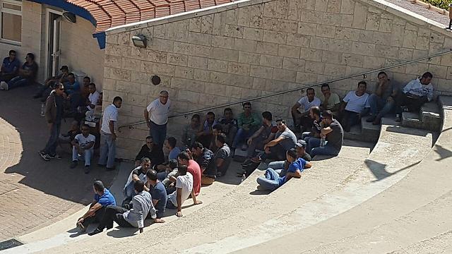 פועלים פלסטינים. אישורי העבודה נחוצים