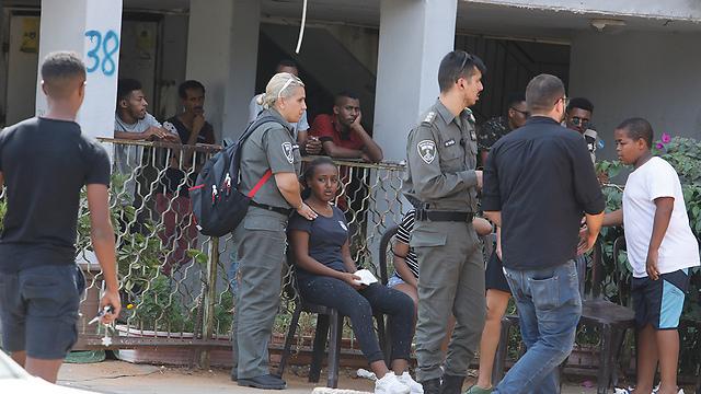 Scenes outside the Gavriya family home in Be'er Yaakov (Photo: Shaul Golan) (Photo: Shaul Golan)