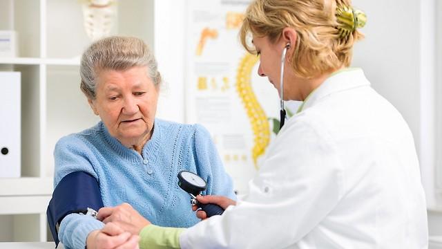 המטופלים הישראלים מקבלים פחות זמן אצל הרופאים (צילום: shutterstock) (צילום: shutterstock)