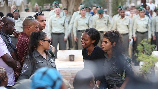 Gavriya's girlfriend (Center) (Photo: Shaul Golan)