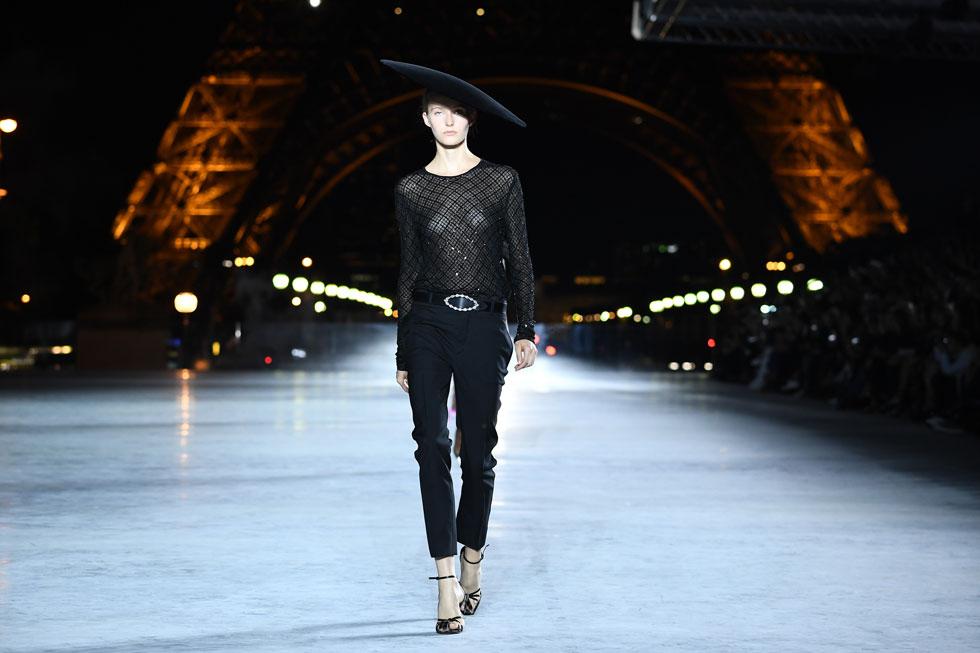 """""""אני רוצה לספר את סיפורו של סן לורן ואת סיפורה של פריז - לא יותר מזה"""", אמר לתקשורת אנתוני וקרלו, המנהל האמנותי של בית האופנה (צילום: Gettyimages)"""