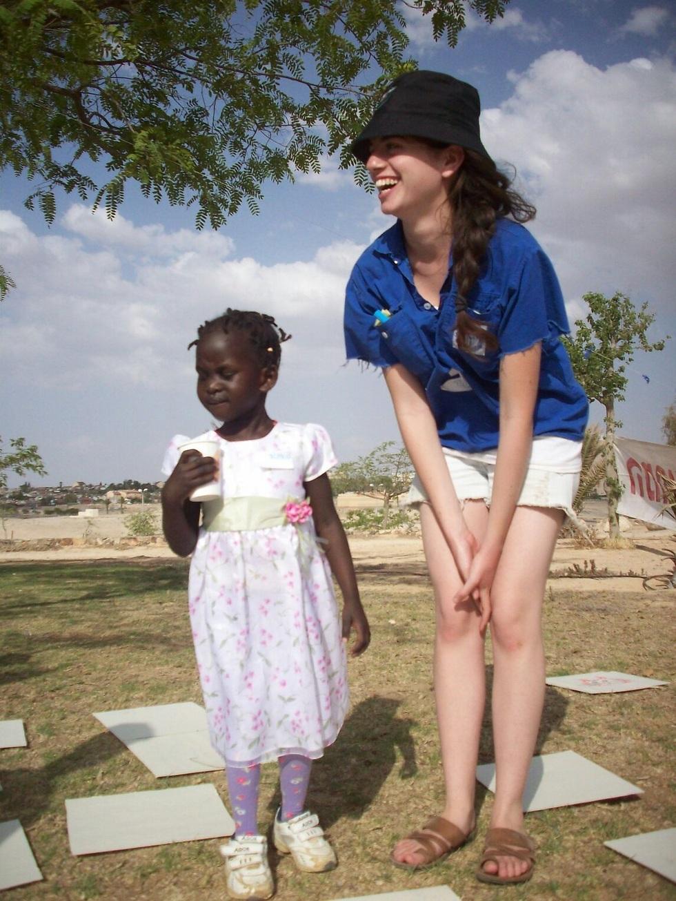 """""""היא מאמינה שהם יכולים לשנות את העולם. והיא גורמת גם לי להאמין שזה אפשרי"""". ליאור וכריסטינה בארץ ()"""