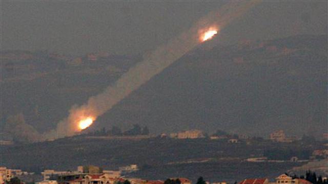 שיגורים מלבנון ב-2006. האומנם 130 אלף רקטות וטילים? (צילום: AP) (צילום: AP)