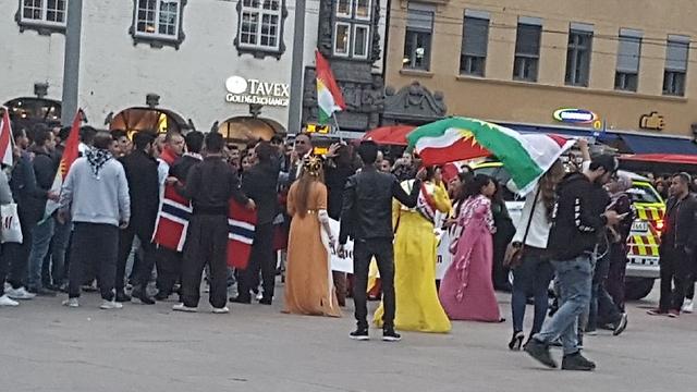 כורדים מפגינים באוסלו למען עצמאות חבל כורדיסטן בעיראק (צילום: זאב ינאי)