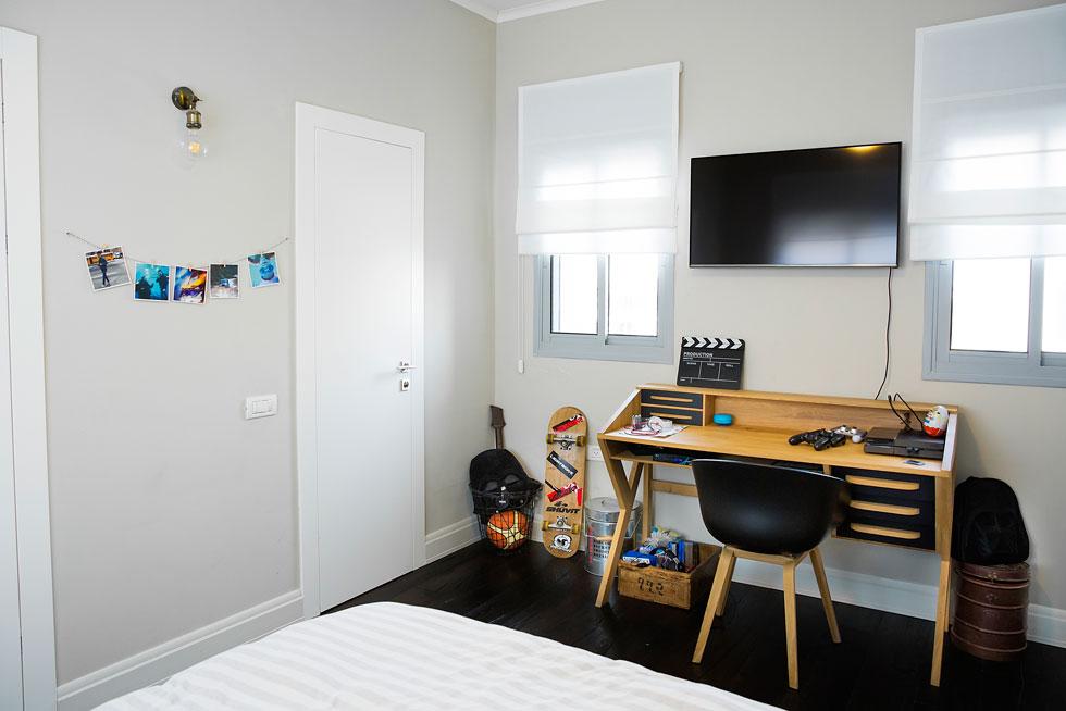 חדרו של דן בן ה-11 וחצי (צילום: ענבל מרמרי)