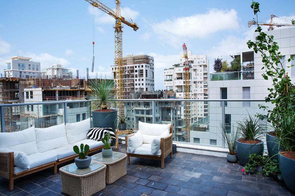 """הנוף מדירת 5 חדרים על שטח של 160 מ""""ר בקומה השביעית של מגדל מגורים חדש (צילום: ענבל מרמרי)"""