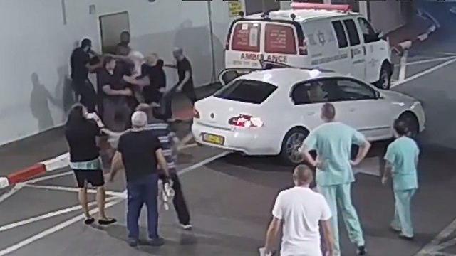 האלימות הקשה תועדה (מתוך מצלמות אבטחה)