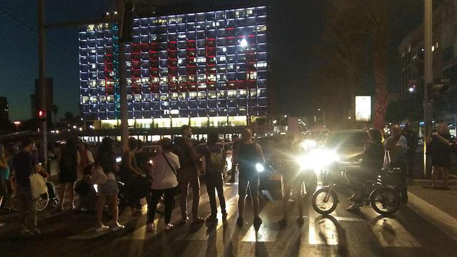 מחאת הנכים ברחוב אבן גבירול בתל אביב, הערב (צילום: יעל ניצן)