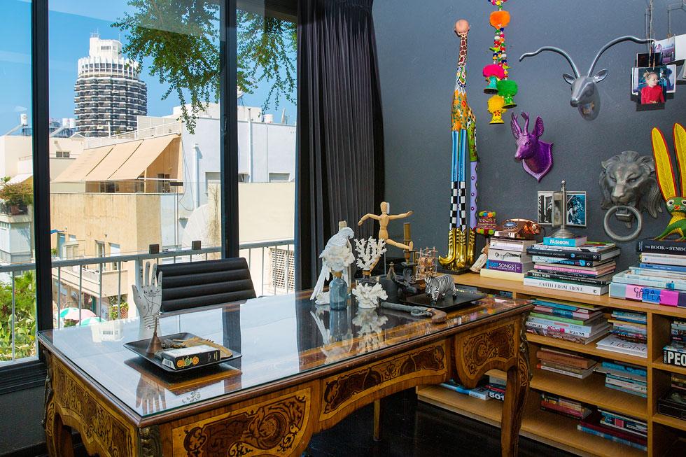 """""""אנחנו שוכרים את הדירה מפרסומאי רווק. התאהבתי בה ממבט ראשון, כי יש בה את השילוש הקדוש: מיקום, אור, ואוויר"""" (צילום: ענבל מרמרי)"""