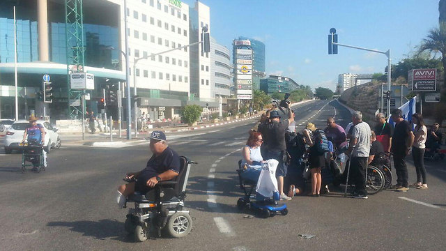 Disabled Panthers blocking HaSira Interchange in Herzliya, Sunday morning (Photo: Amir Alon)