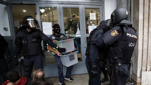 Police seizing ballot boxes in Barcelona (Photo: AFP)