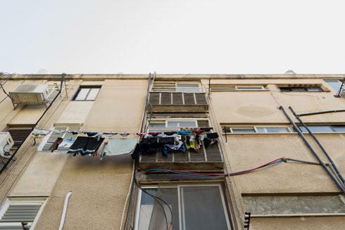 """כביסה וארון כביסה. """"היום כבר אין צורך במרפסת שירות מאווררת"""", אומר האדריכל תדהר  (צילום: ליאור גרונדמן)"""