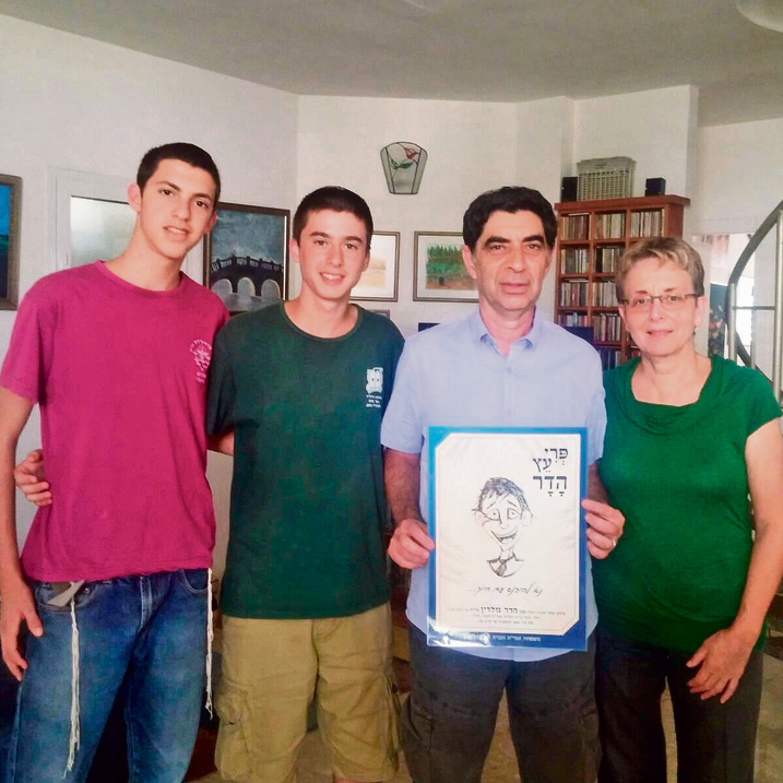 Hadar Goldin's parents presented with a poster replicating one of his drawings (Photo: Amit)