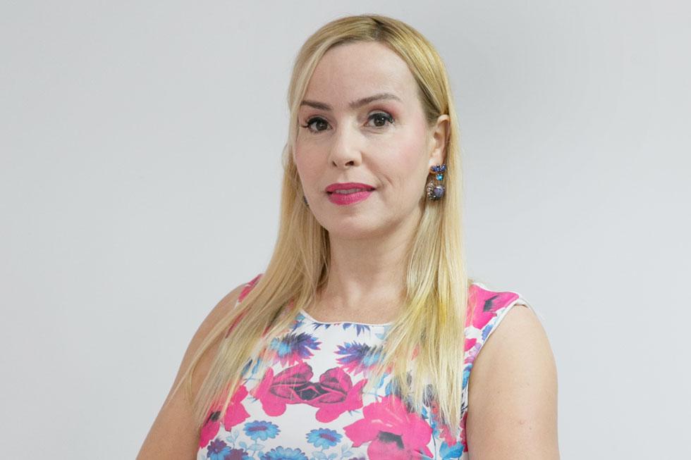 שרון בן דור (47), מגשרת, מטפלת ברייקי ומנהלת רשת מרפאות למטיילים, הוציאה שני ספרים. נשואה ואם לשניים, גרה בירושלים (צילום: אוהד צויגנברג)