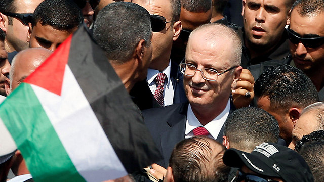 Hamdallah welcomed in Gaza (Photo: Reuters) (Photo: Reuters)