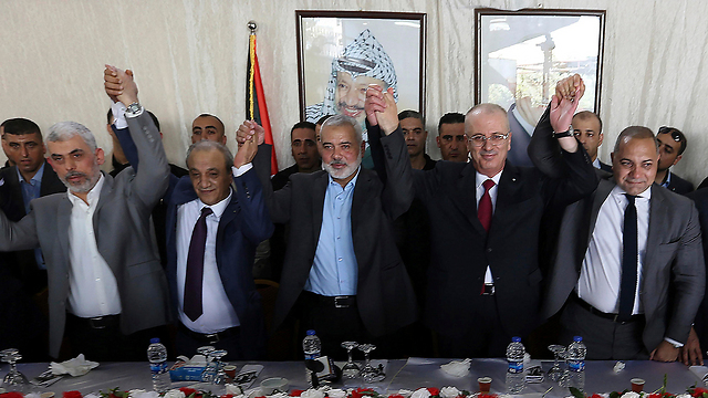 Hamdallah with Hamas leader Ismail Haniyeh in Gaza (Photo: AP)