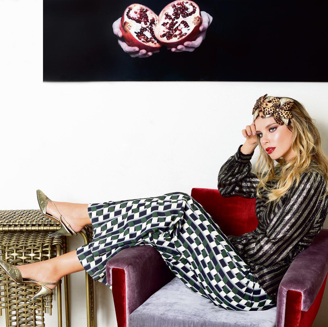 חולצה: אוסף פרטי מכנסיים: מאיה נגרי, 895 שקל קשת: tamibarlev.com (בהזמנה אישית) נעליים: אוסף פרטי