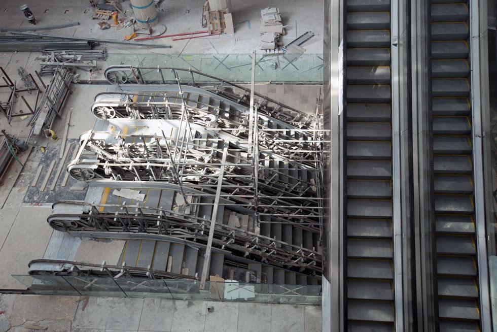 ארבעת הדרגנועים הובאו במבצע מיוחד מסין. אורך כל אחד  - 140 מטרים - והם מחולקים לשלושה מקטעים (צילום: דור נבו)