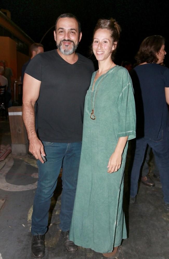 מפרגנים. קובי אפללו ואשתו אמילי (צילום: ענת מוסברג)