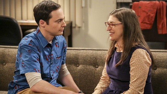 Bialik (R) and Big Bang Theory costar Jim Parsons (Photo courtesy yes)