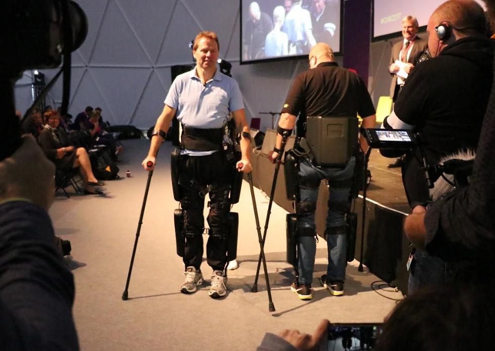 מכשיר ה-rewalk, האזרח הנורבגי ששוב הולך באמצעותו (צילום: זאב ינאי, יחסי ציבור שגרירות נורבגיה )