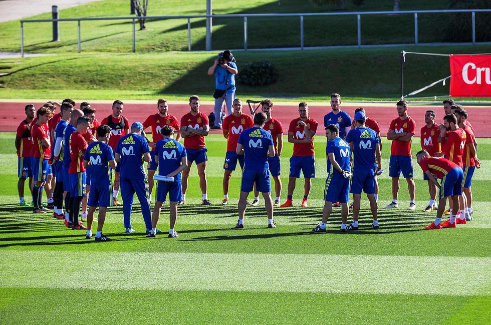נבחרת ספרד. בינתיים האימונים כרגיל, אבל מה יהיה במונדיאל (צילום: EPA)