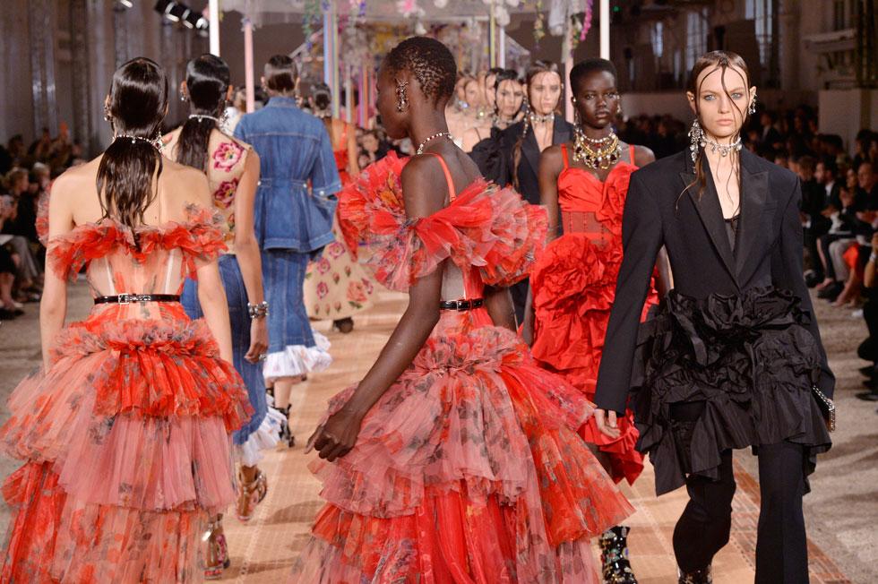 תצוגת האופנה של המותג אלכסנדר מקווין (צילום: Gettyimages)