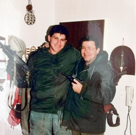 יחד במדים, בקיץ 87'. ירון פאר בסדיר, עם אביו דניאל במילואים
