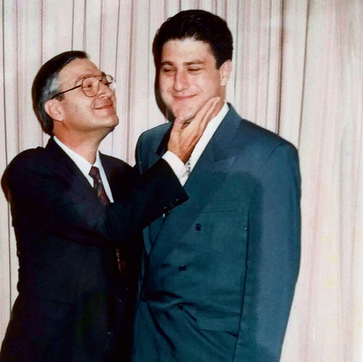 רגע של נחת, בשנת 93'. ירון בחתונתו עם אביו דניאל