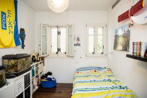 החדר של יואב בן ה-11 (צילום: ענבל מרמרי)
