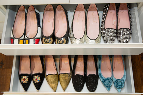 """""""אני מאמינה גדולה בנעליים"""" (צילום: ענבל מרמרי)"""