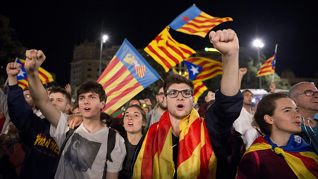 תומכי העצמאות של קטלוניה. 90% בקלפי - אבל המשאל משקף? (צילום: MCT)