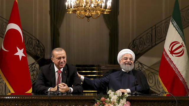 Erdoğan (L) and Khamenei during their meeting (Photo: AP)