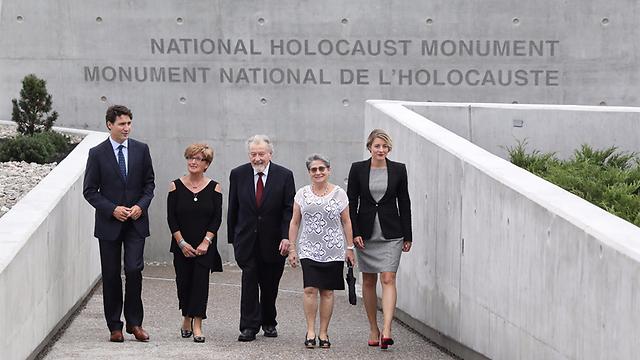 Trudeau (L) at the memorial